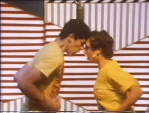 Com um Monte de Beijos (1985)